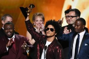 شصتمین دورهی جایزهی گرمی با اتحاد هنرمندان موسیقی علیه ترامپ